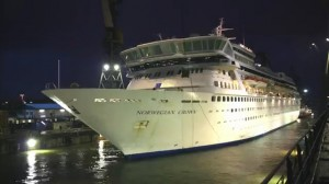 Cruise Ship timelapse - Extension of Balmoral at Blohm Voss.mp4_000054720