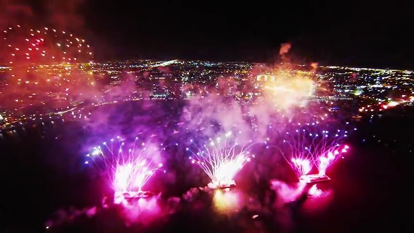 Fireworks filmed with a drone.mp4_000132432